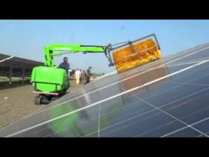 تنظيف الألواح الشمسية